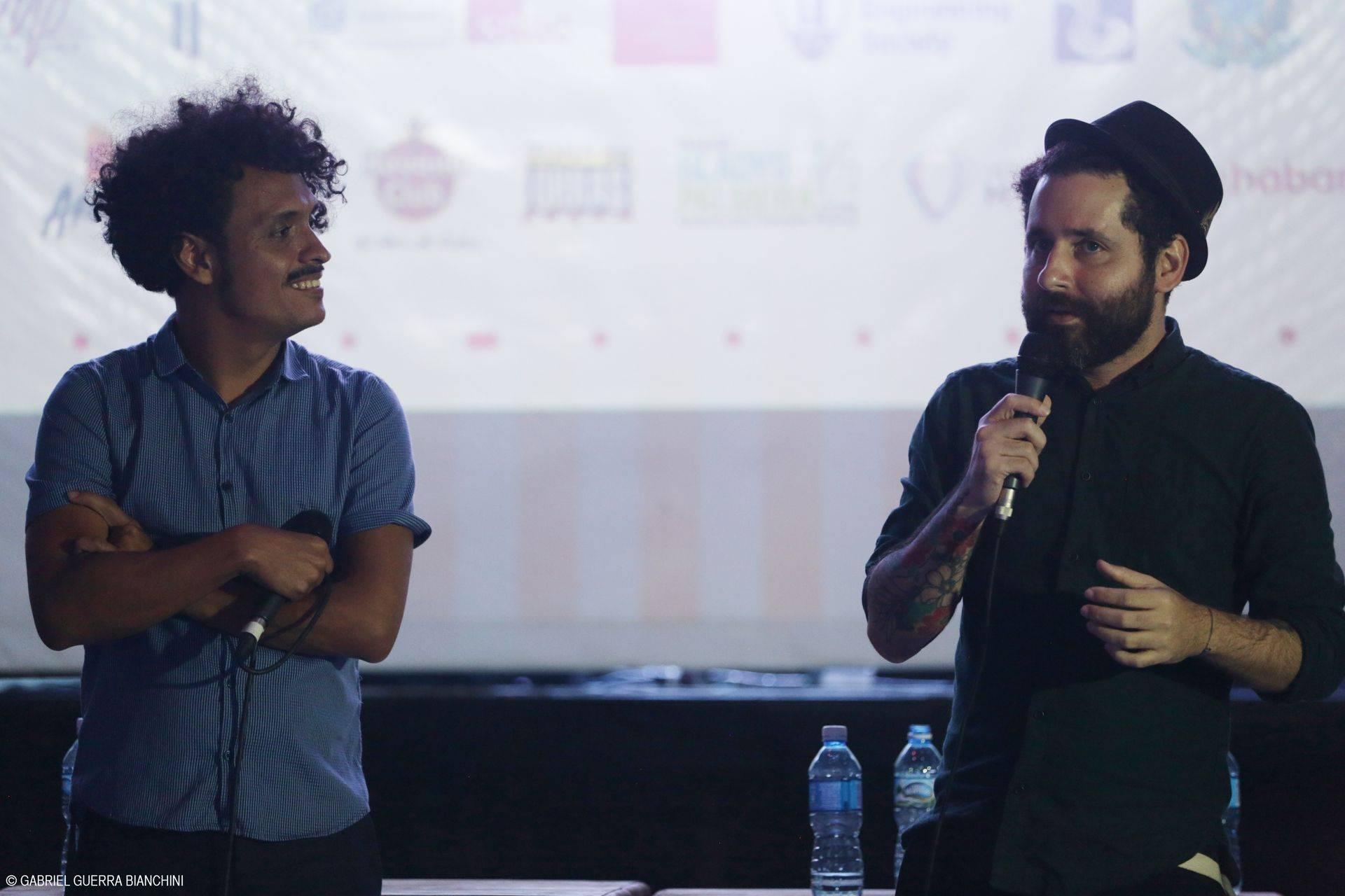 """Juancho Valencia junto a Eduardo Cabra, en una charla en el marco del evento AM-PM """"América por su Música"""" 2017. Foto: Gabriel Guerra Bianchini/AM-PM."""