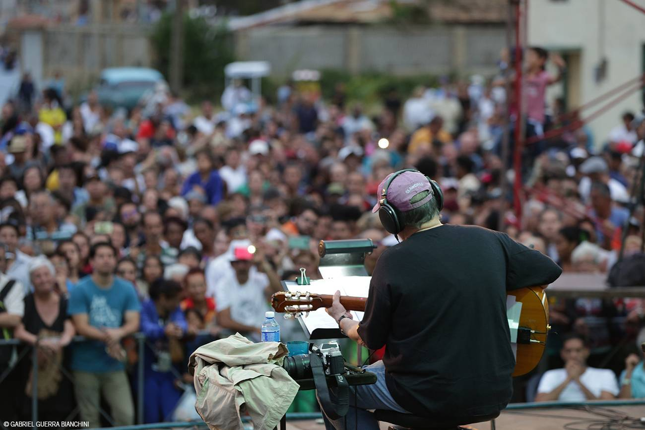 Concert by Silvio Rodríguez on the Tour through the Neighborhoods. Photo: Gabriel Guerra Bianchini.