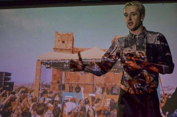 Denis Sulta en la Fábrica de Arte Cubano. Foto: Adolfo Izquierdo / British Council.