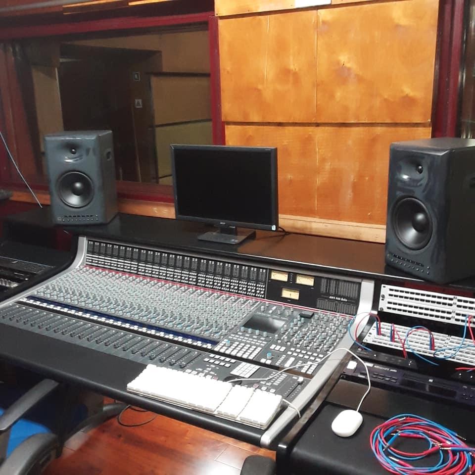 Estudio 102 en Areito. Foto: Tomada del perfil de Facebook de Raúl Arroyo.