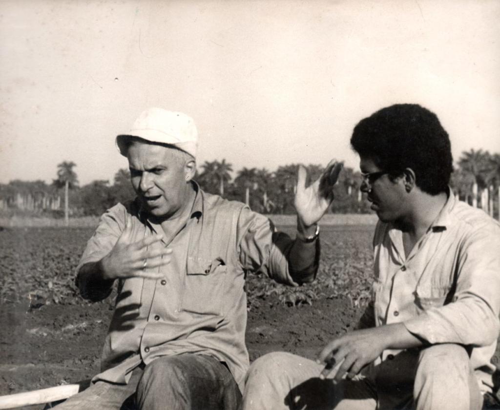 Santiago Álvarez with Pablo Milanés. Photo: Santiago Álvarez Office Archive.