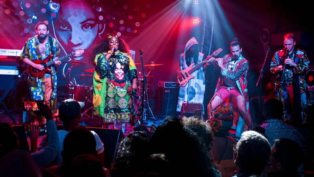 Concierto de Tank and the Bangas en FAC, como parte del evento Getting Funky in Havana, en el Festival Internacional Jazz Plaza 2020. Foto: Rolo Cabrera / Magazine AMPM.