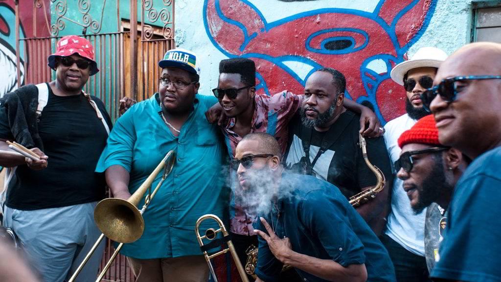 The Soul Rebels y Cimafunk durante el Second Line Conga, como parte del evento Getting Funky in Havana, en el Festival Internacional Jazz Plaza 2020. Foto: Rolo Cabrera / Magazine AMPM.